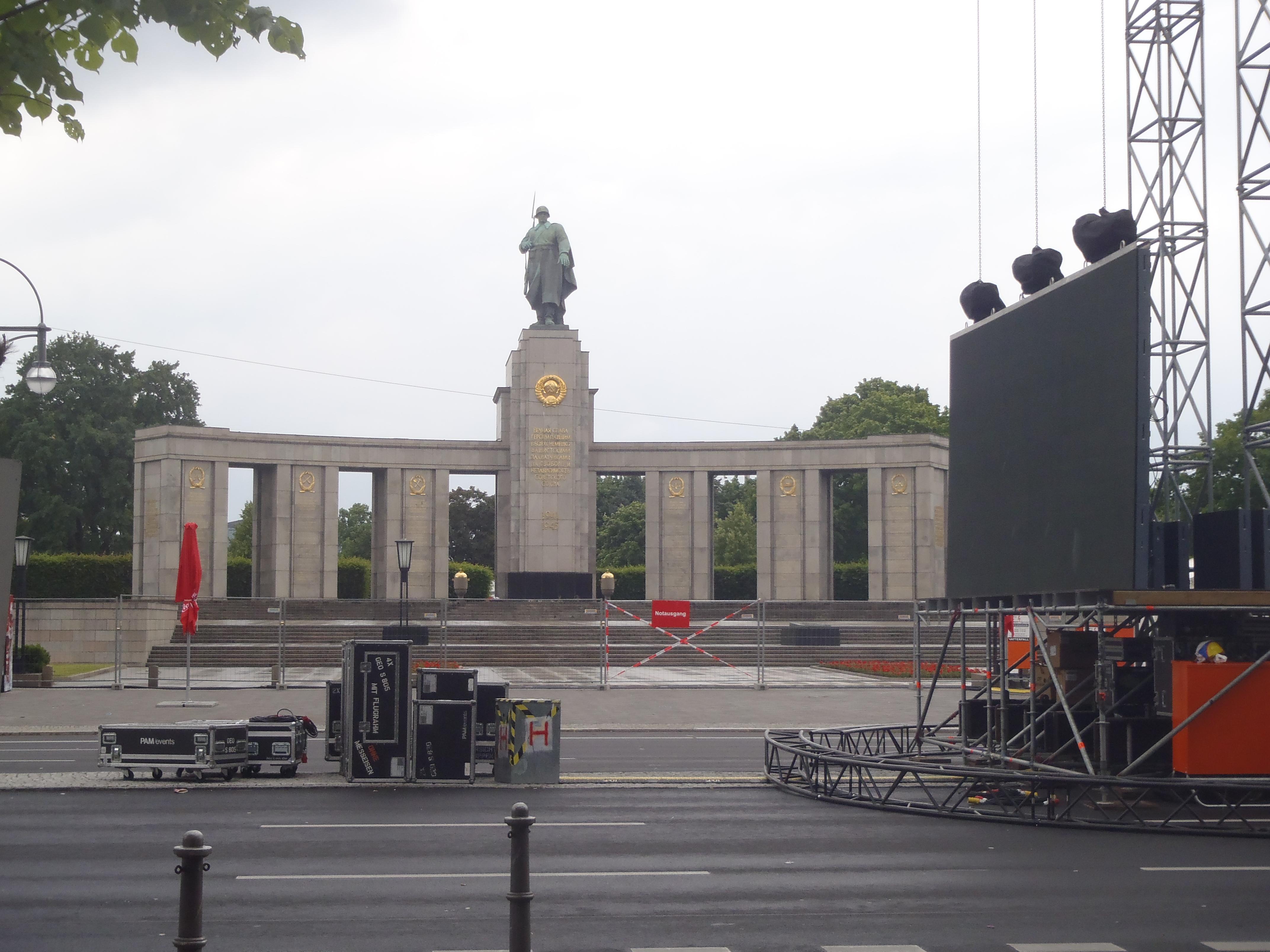 Russisches Kriegsdenkmal (Russian War Memorial)